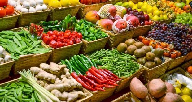 Buhari vows to tackle food inflation in 2021, says CBN must not give money to import food